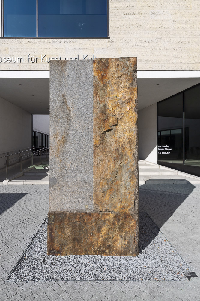 Granit (Normandie) gespalten, geschnitten, geschliffen 1985
